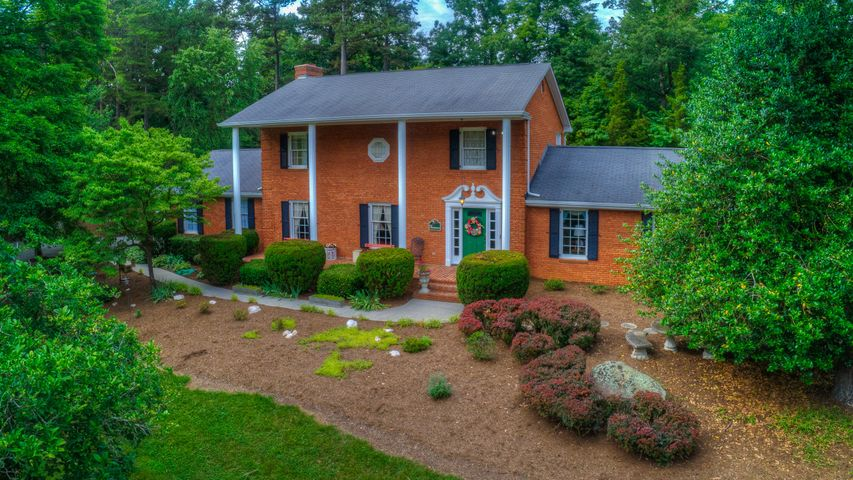 323 Stonebridge DR, Blue Ridge, VA 24064