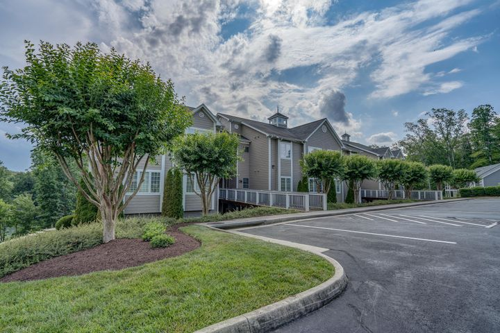 300 S Pointe Shore DR, 406, Moneta, VA 24121