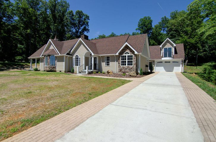 1073 Bedford Lake DR, Bedford, VA 24523