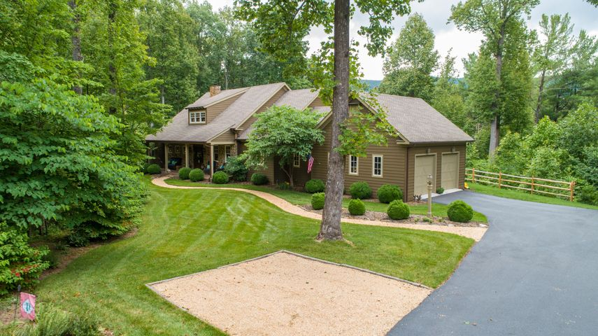 8459 Poplar Springs LN, Roanoke, VA 24018