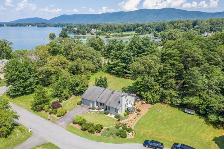 35 Island Bay CT, Penhook, VA 24137