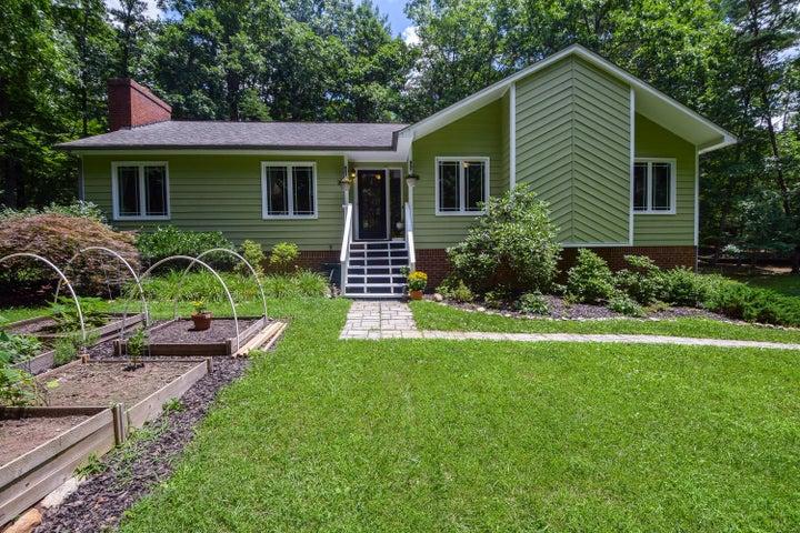3582 Carvins Cove RD, Salem, VA 24153