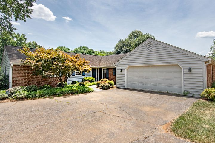 1709 Dawn LN, Roanoke, VA 24018