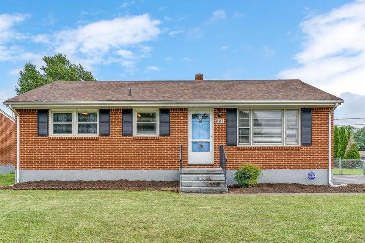 824 Fairhurst DR, Roanoke, VA 24012