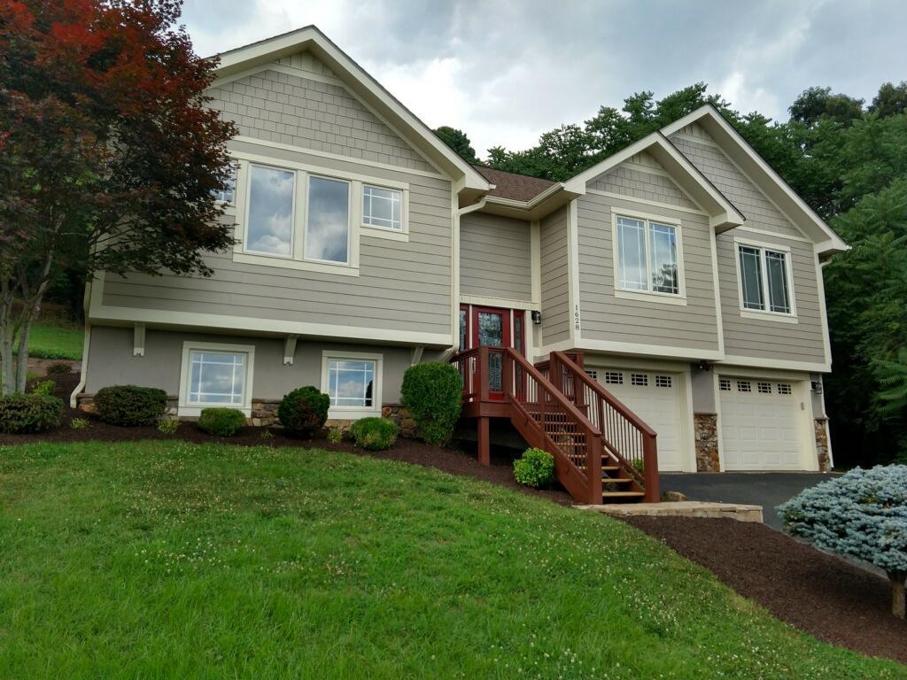 1628 Read Mountain RD, Roanoke, VA 24019