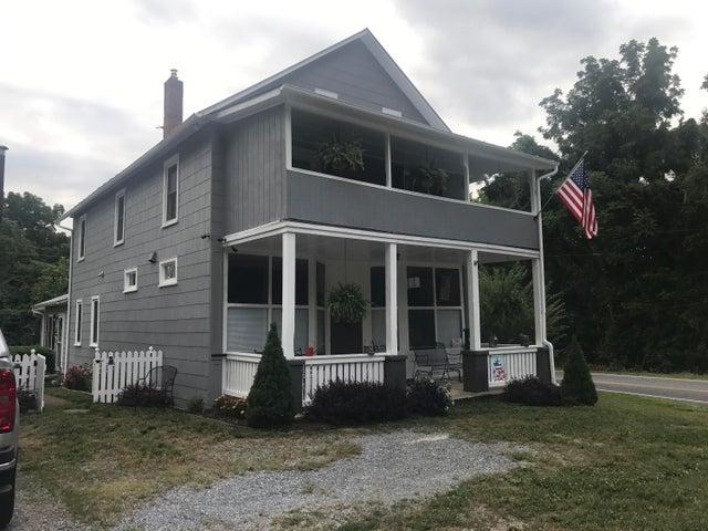 6 Chapel RD, Buchanan, VA 24066