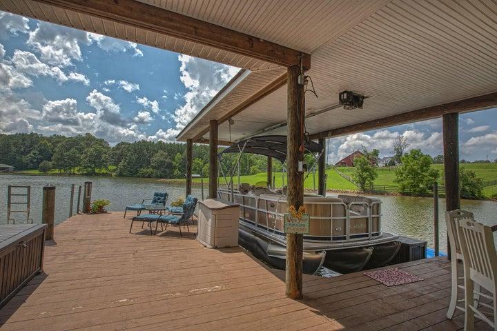 Single slip for boat / pontoon