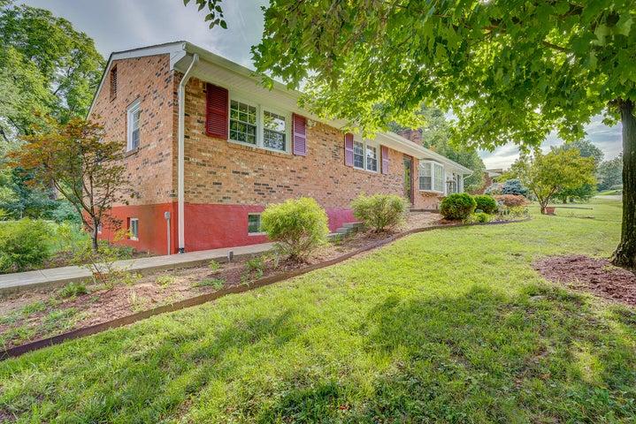 4302 Cresthill DR, Roanoke, VA 24018