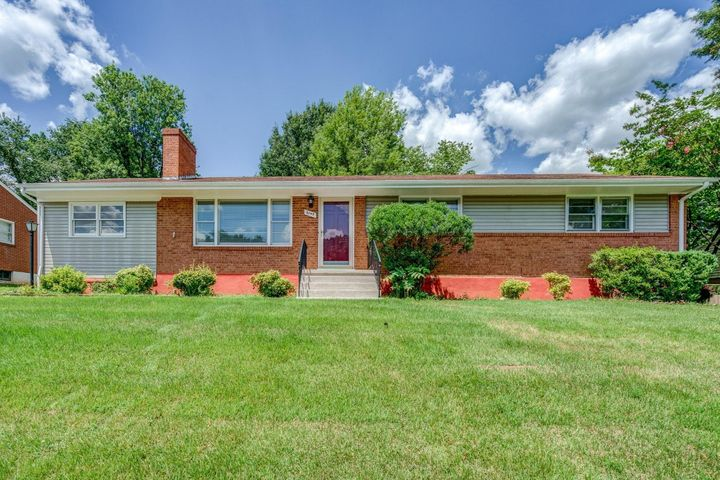 4349 Cresthill DR, Roanoke, VA 24018