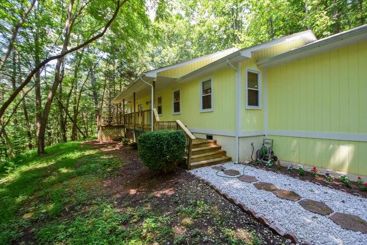 6718 Circle Creek DR, Boones Mill, VA 24065