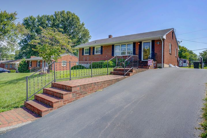 2136 Ellison AVE, Salem, VA 24153