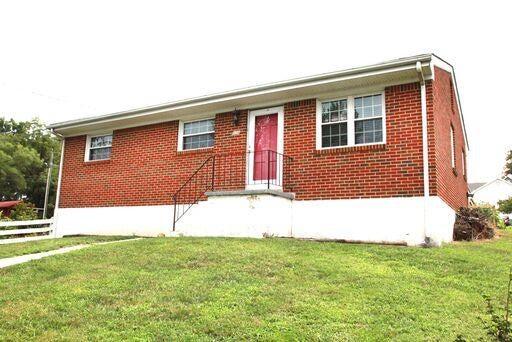 806 S Pollard ST, Vinton, VA 24179