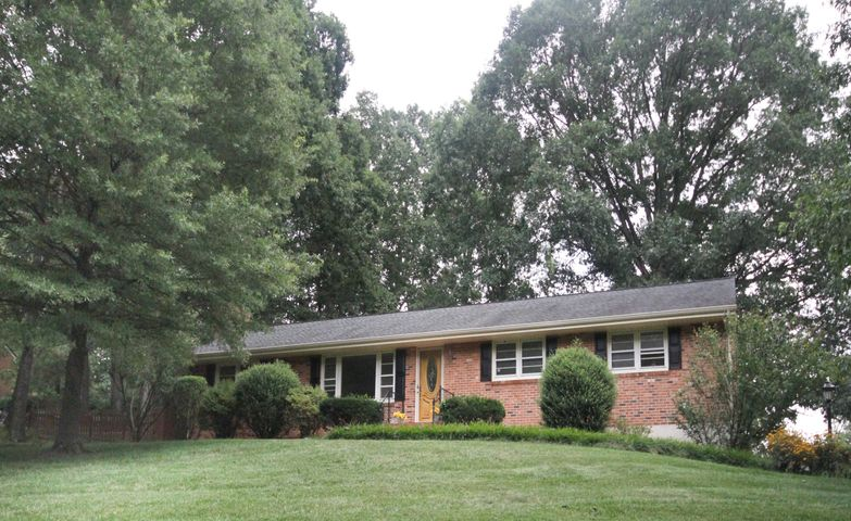 WELCOME HOME!! 62 Sherwood Drive, Blue Ridge