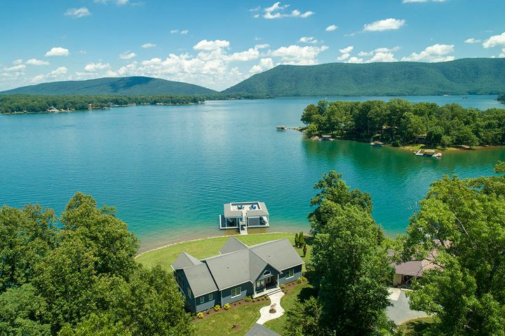 1142 Lake Forest DR, Huddleston, VA 24104