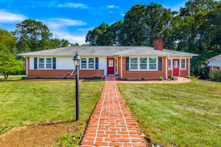 2055 Bridle LN, Roanoke, VA 24018