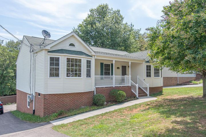close to restaurants, shopping mall, and much more!