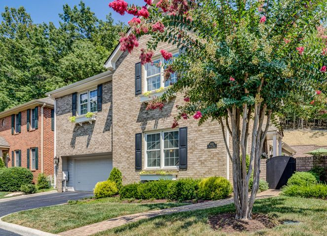 5515 Village DR, Roanoke, VA 24018