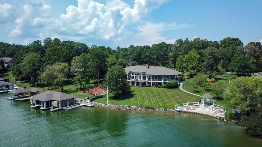 400 Oak Point DR, Moneta, VA 24121