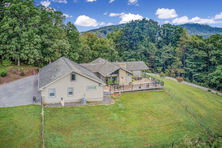 320 PLAINVIEW LN, Boones Mill, VA 24065