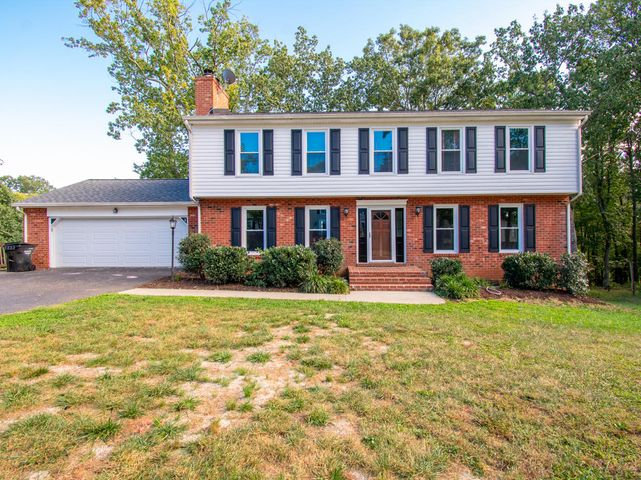 6012 Woodcock CIR, Roanoke, VA 24018