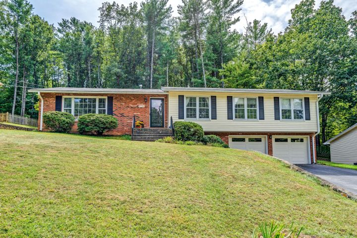 2736 Mallard DR, Roanoke, VA 24018