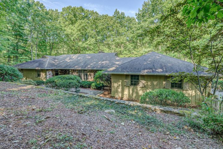 5133 RED STAG RD, Roanoke, VA 24018