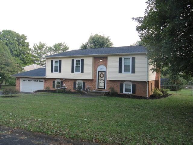 3840 Hyde Park DR, Roanoke, VA 24018