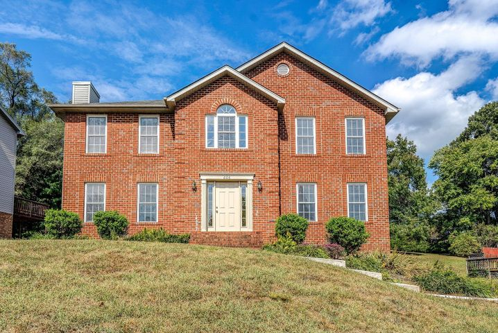 606 Ridgecrest LN, Roanoke, VA 24019
