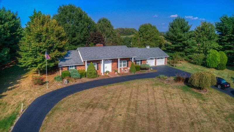 2708 Catawba RD, Troutville, VA 24175