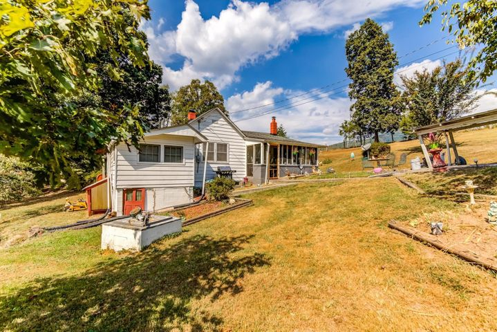 1514 Mountain Valley RD, Vinton, VA 24179