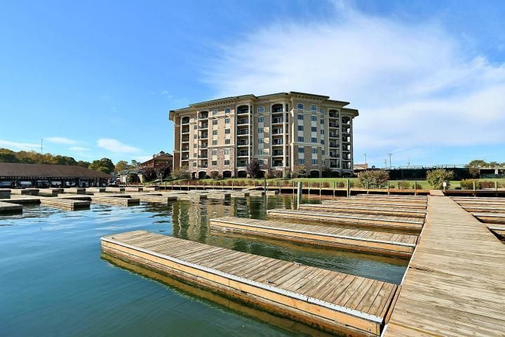 100 Bridgewater Pointe Place #408