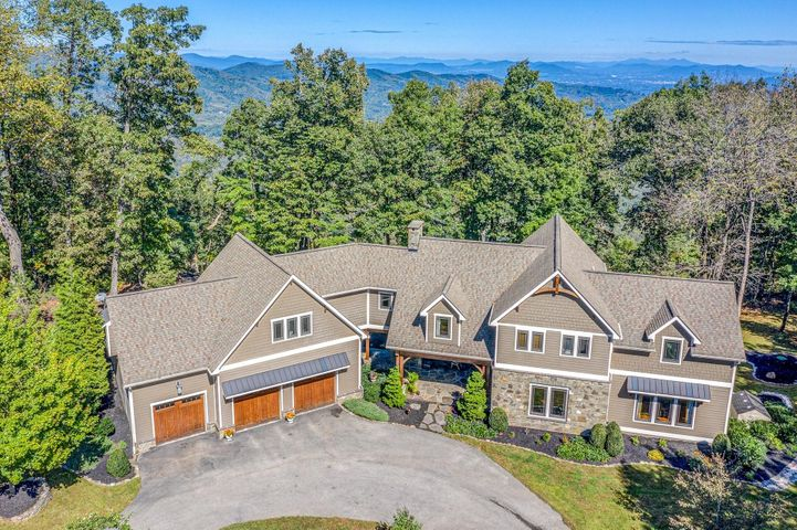 8828 Willett LN, Bent Mountain, VA 24059
