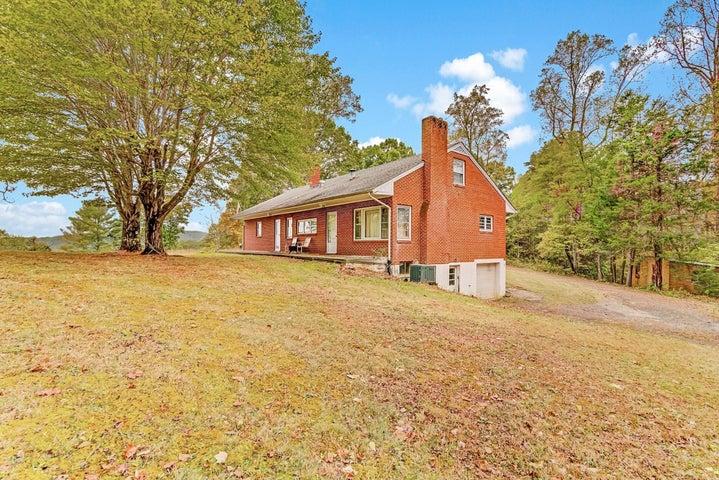 1390 FAIRY STONE PARK RD, Ferrum, VA 24088