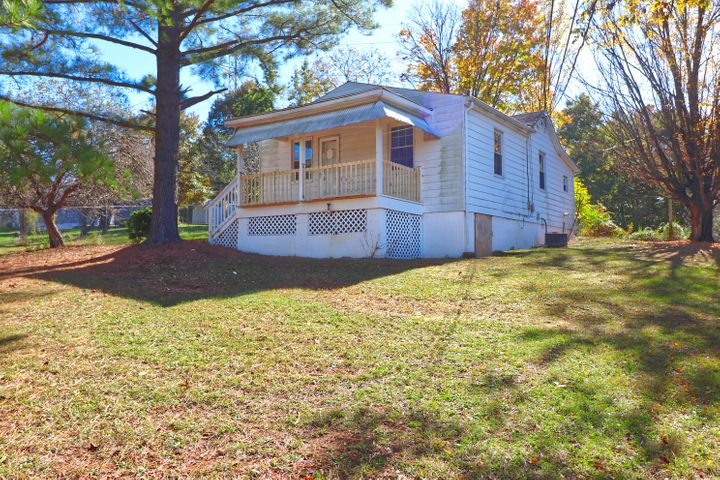 1915 Redwood RD SE, Roanoke, VA 24014