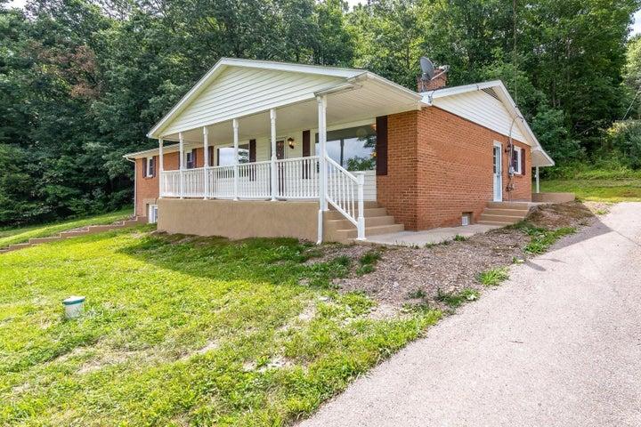 90 Homestead RD, New Castle, VA 24127