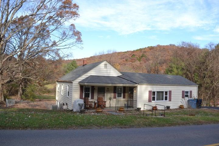 4001 Welcome Valley RD, Roanoke, VA 24014