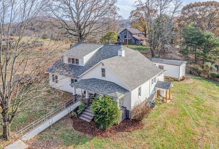 3764 Spradlin RD, Goodview, VA 24095