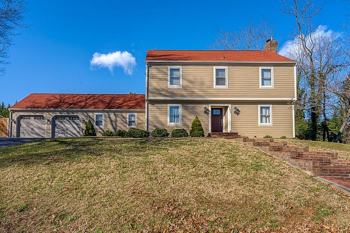4482 Farmwood DR, Roanoke, VA 24018