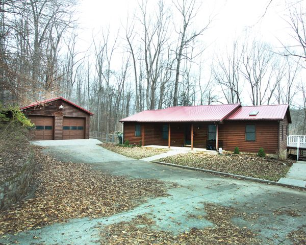 185 Pleasant Ridge DR, Wirtz, VA 24184