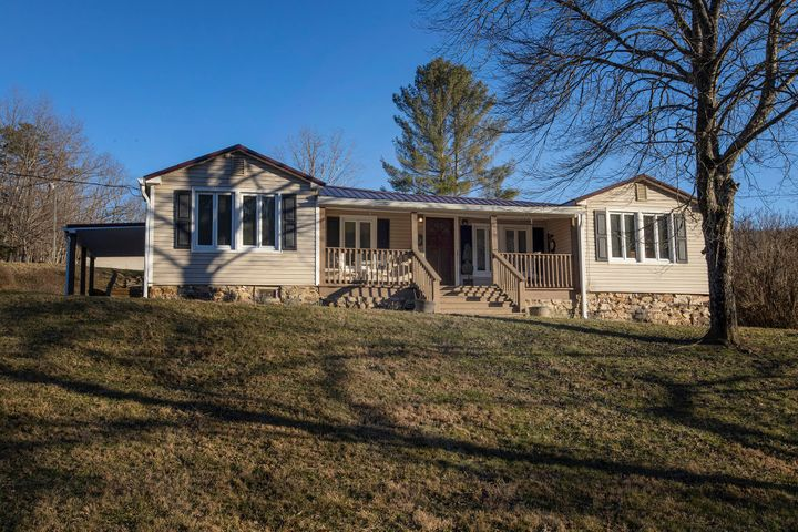 3180 Peaceful Valley RD, New Castle, VA 24127