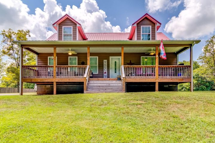 520 DUNDEE RD, Glade Hill, VA 24092