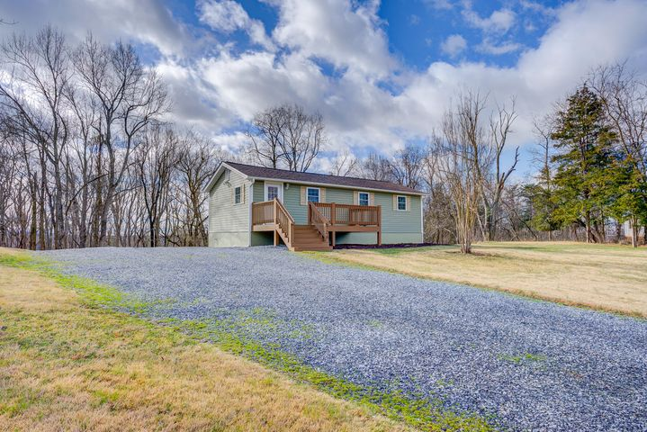 706 High Point RD, Moneta, VA 24121
