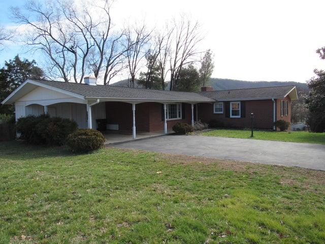 6704 Fair Oaks RD, Roanoke, VA 24019