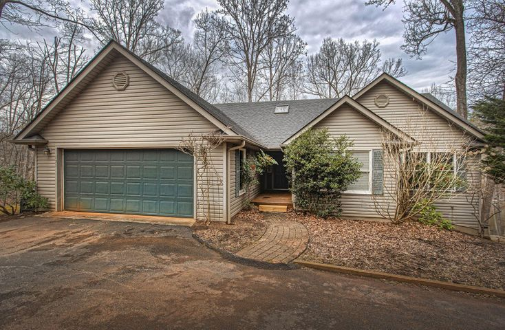 131 Charmwood CIR, Moneta, VA 24121