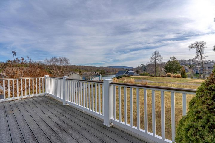 1039 Coves End RD, Huddleston, VA 24104