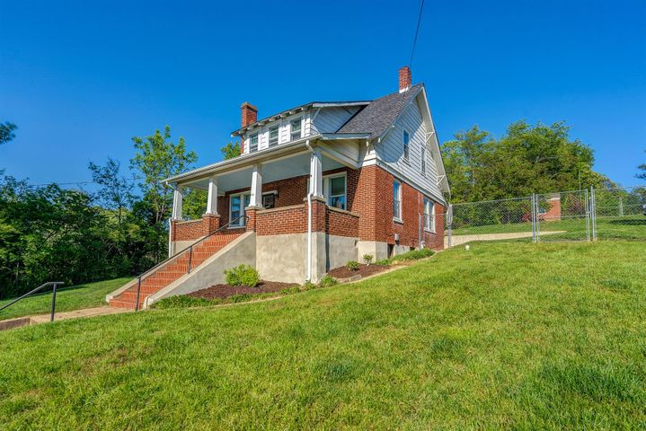 614 S Maple ST, Vinton, VA 24179