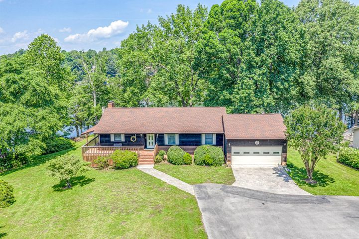 965 Lakemount DR, Moneta, VA 24121