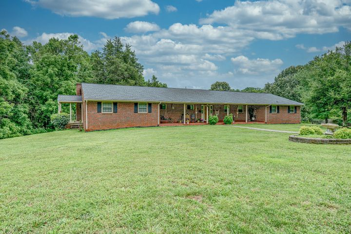 399 Royal Estates BLVD, Wirtz, VA 24184