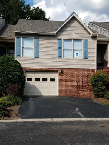4740 Oakcliff DR, Roanoke, VA 24018