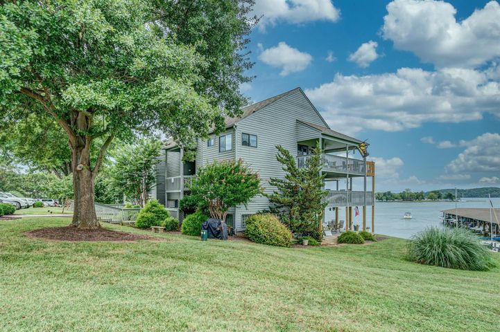 97 Peninsula Point DR, D3, Moneta, VA 24121